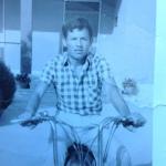 Nicola Di Sipio con il ciclomotore a 15 anni agricoltore di giorno e cameriere di notte