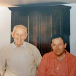 Nicola Di Sipio con il papà nel salotto di casa nel '98